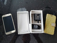 Samsung Galaxy S6 32GB Gold Platinum in Immaculate condition as new in box. Unlocked.