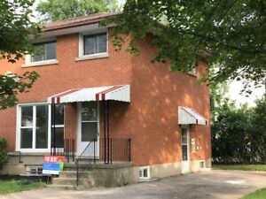 113 A Marshall-Great Semi Close to All Amenities