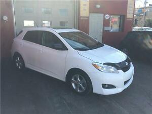 2012 Toyota Matrix TYPE S-Toit Ouvrant-Mags-Toute Equipee....