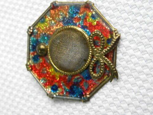 Vintage Womens Sun Hat Pin Brooch Gold Tone Enamel Mesh