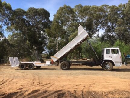 Tipper truck with plant trailer