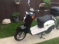 Black and white Moped - Year 2012 - CBT Ready