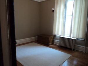 Charming century-old 3 bedroom unit to share.