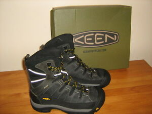 BRAND NEW KEEN SUMMIT COUNTRY WINTER BOOTS