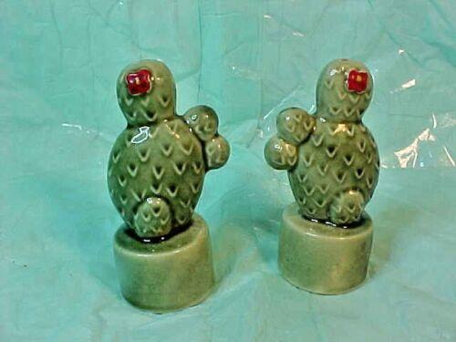 Vintage CACTUS SALT AND PEPPER SHAKERS JAPAN GREEN Ceramic - WITH BOTTOM CORKS
