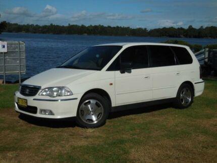 2001 Honda Odyssey White Automatic Small Bus