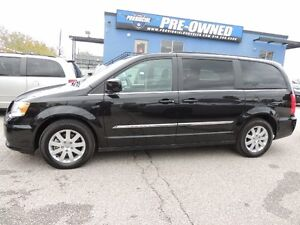 2016 Chrysler Town & Country Touring Windsor Region Ontario image 3
