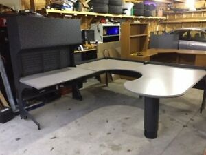 Are you looking for a U, L office desk / workstation?