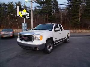 2010 GMC SIERRA EXT CAB 4X4 NAVADA EDITION!! ONLY 59,000 KMS!!