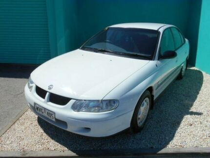 2001 Holden Commodore VX Executive White 4 Speed Automatic Sedan Christies Beach Morphett Vale Area Preview