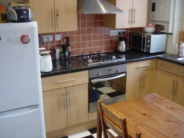Single Room in Battersea/ Lambeth available 22nd of December (£350 pcm)