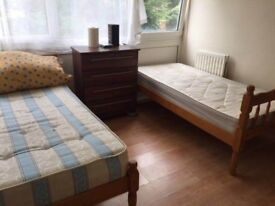 AAVAILABLE NOW..GOOD SIZE TWIN/DOUBLE ROOM IN PUTNEY HEATH £160 pw (bills inc)
