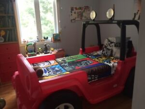 Little tykes Jeep Wrangler Bed--AS NEW