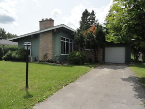 Fantastic Bungalow - Bells Corners