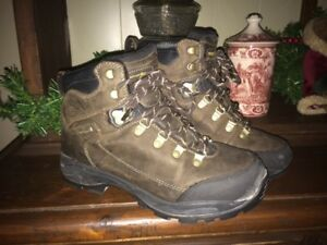 Nearly-New Mens' Sz. 8 Winter Boots & MORE!!!