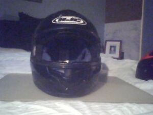 CASQUE DE MOTO FULL-FACE SMALL DEMANDE $20.00 !!!!!