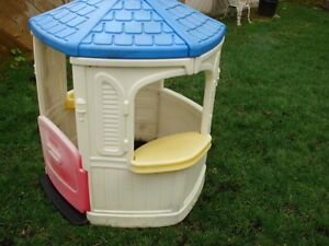 Outdoor Playhouse Little tike asking $40