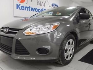 2014 Ford Focus MANUAALLL!!!! woot woot! Shiny and grey and it w