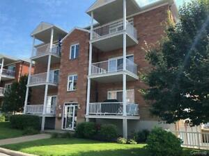 Brossard R section condo 4 1/2  available immediately !