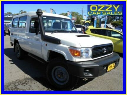 2015 Toyota Landcruiser VDJ78R MY12 Update Workmate (4x4) 11 Seat French Vanilla 5 Speed Manual Penrith Penrith Area Preview