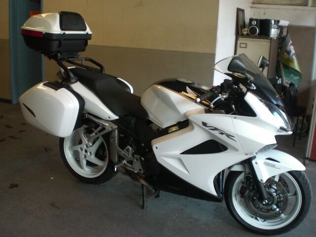 honda vfr 800 f vtec 09 2009 regd exc cond abs brakes new mot 31790 miles 9 services heated. Black Bedroom Furniture Sets. Home Design Ideas