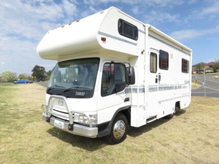 Winnebago Leisure Seeker – LARGE BATHROOM – PERMANENT BED