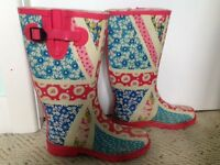 Girlie pink/blue patterened welly boots size 5