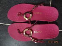 Vionic Podiatrist Toe post sandal - UK size 9 wide / EU 43