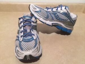 Women's Saucony Triumph 7 Running Shoes Size 7 London Ontario image 1
