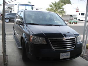 2009 Town and Country Van 7 passenger