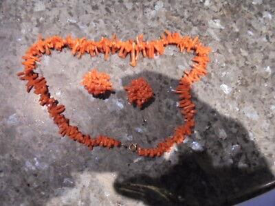 bel ensemble en corail rouge  collier  et boucle d'oreilles
