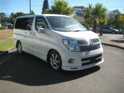 2010 Nissan Elgrand E51 Highway Star Pearl White Automatic Mini Bus
