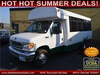 2001 Ford Econoline E450 Bus with Power Gate for 12 PASSENGERS! Windsor Region Ontario Preview