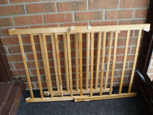 EvenFlo Top / Bottom of the Stairs Wooden Safety Gate