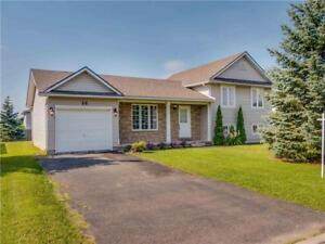 Beautiful Home for Sale in Hagersville with Large Backyard!