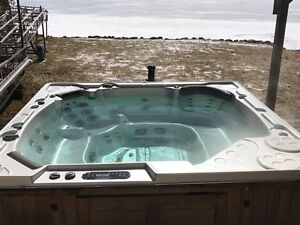 Hydropool Titanium Self Cleaning Tub Reduced for Quick Sale