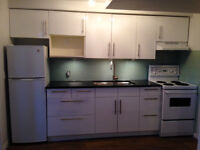 Bright, large 1 bedroom suite in Mission/Cliff Bungalow