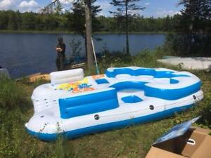 Floating Island (Inflatable party raft)