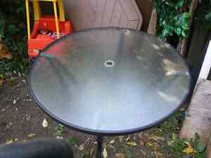 Patio table round glass top