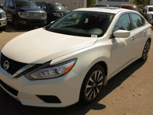 2017 Nissan Altima 2.5 SV w/Moonroof & Navigation Pkg
