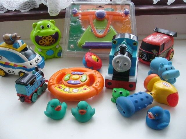 toddlers young childs toys, Thomas moving car with figures and sound toys -BH5