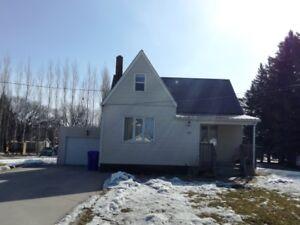 House for Sale in Altona, MB - 60 1st St. SE