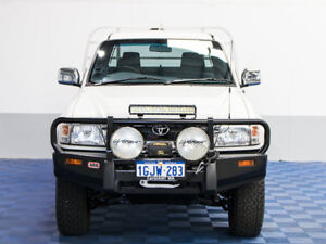 2003 Toyota Hilux KZN165R SR5 (4x4) White 5 Speed Manual 4x4