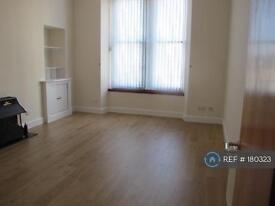 2 bedroom flat in Newton Street, Greenock, PA16 (2 bed)