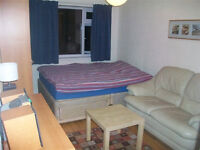 Ensuite double room, West London(Ealing-Northolt) GAY house share