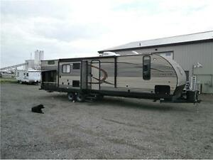 2017 FOREST RIVER CHEROKEE LTD 304BH,3SLIDES,OUT KITCHEN!$33495!