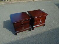 Lovely Pair Of Mahogany Stag Minstrel Bedside Cabinets With Slides