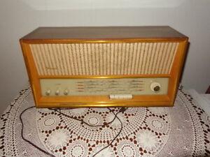 "Vintage ""Weimar--5340"" Radio"