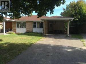 29 Daphne Cres Barrie Ontario Must see  house!