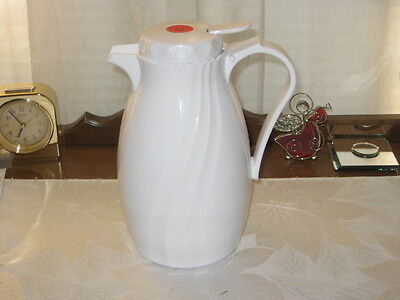 5 CUP WHITE PLASTIC CARAFE – HOT OR COLD - Plastic Carafe